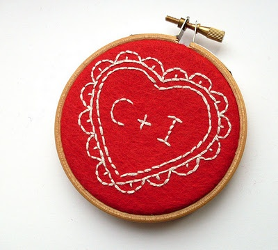 i can do this!: Heart Hoop, Crafts Ideas, Bugs, Crafty Tutorials, Valentine'S S, Embroidery Heart, Embroidery Hoop, Embroidered Heart, Felt Heart