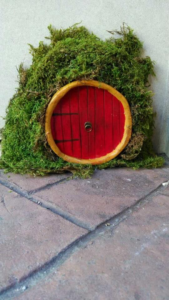 In an age of Harry Potter, Lord of the Rings and other mythical phenomenons, it's no surprise that this magical trend is making its way across the country. It appears that fairies have chosen Hazard, Kentucky as their next home and their tiny, charming doors are popping up everywhere.