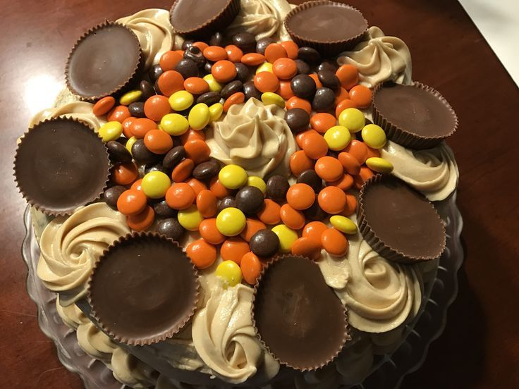 It was my husband's birthday recently, he doesn't really care for cake but I make him one every year anyway! So this year I made a Reese's birthday