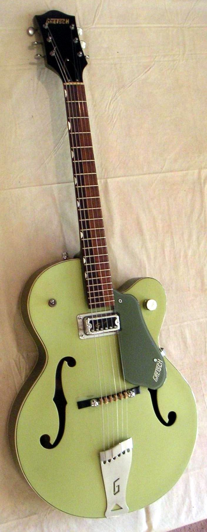 Gretsch Anniversary 6125 1961 - classic TV green. it made a perfect shade of grey that looked great on black & white TV broadcasts. even more classic sound!