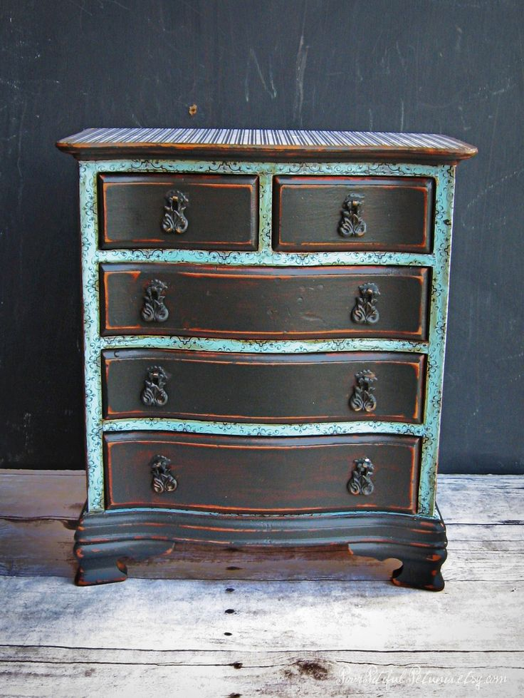 The 25 best jewelry box makeover ideas on pinterest for Old jewelry box makeover