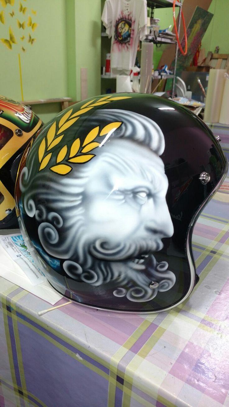 Airbrush Zeus helmet