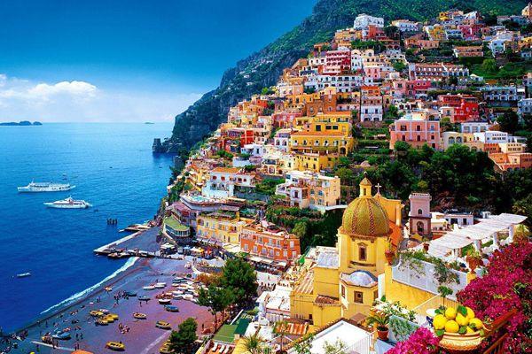ロマンチックでまるで童話の世界のような水辺にある世界遺産の街7選