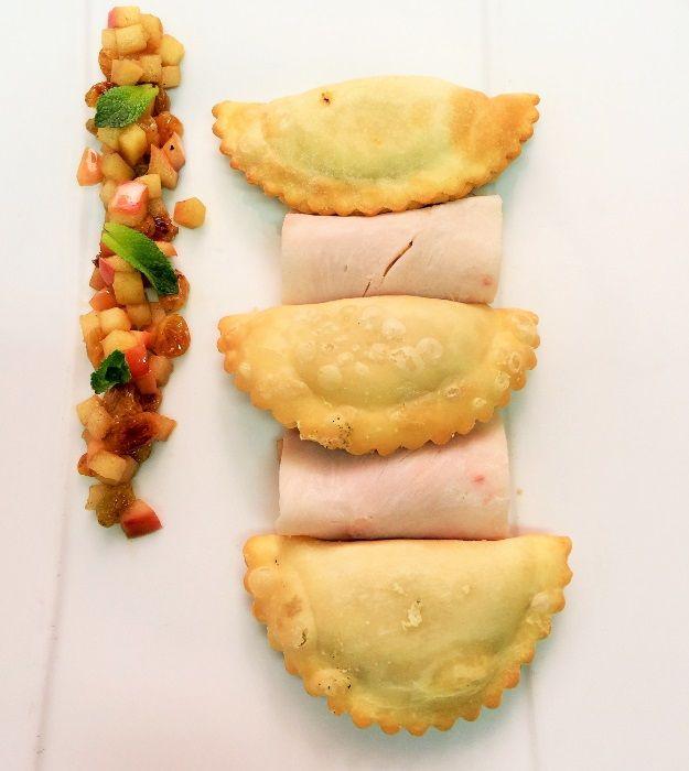 Francuskie pierożki  z serem, wędzoną szynką i musem jabłkowym #intermarche #pierożki #ser #szynka #jabłka