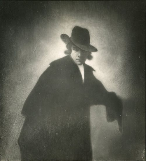 T for tout - E.O. Hoppe, Self-Portrait in the style of the Romanticists, c.1912