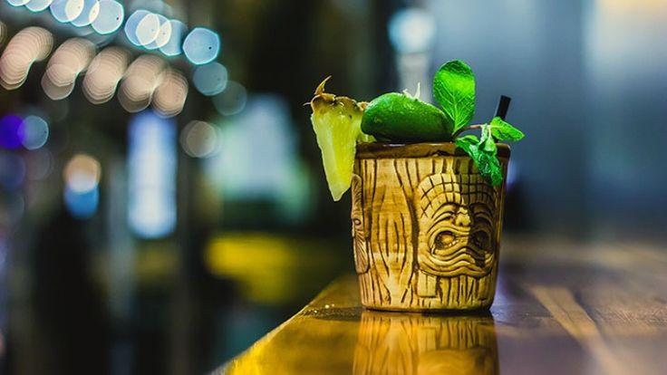 Mai Tai cocktail ricetta originale. Cocktail con rum, succo di lime e orzata