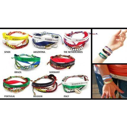 Speciaal voor het WK voetbal hebben we deze handgemaakte armbandjes in ons assortiment opgenomen. Deze armbandjes zijn leverbaar vanaf 1.000 stuks en worden gemaakt in de kleuren van de vlag van deelnemende landen. Het lintje van het armbandje kan bedrukt worden met een tekst in 1 kleur.