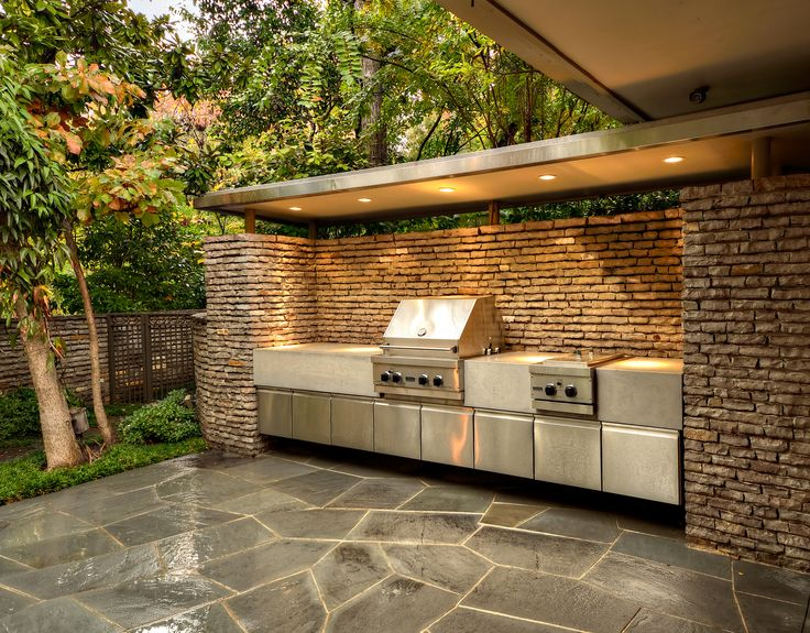 Outdoor grilling area. Harold Leidner Landscape Architects.