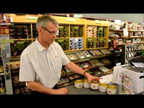Købmanden i Vorupør ved alt om piber, og tobak! Og husk at folk der peger med piber altid har ret!