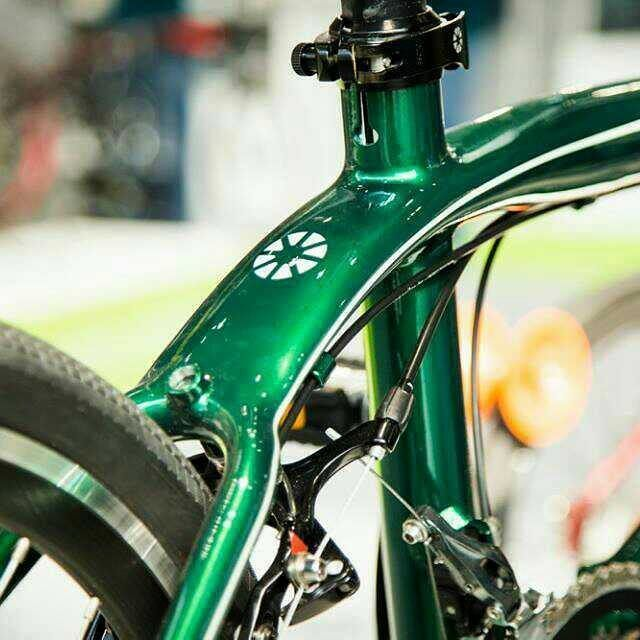 DAHON Clinch in racing green  #DAHON #DAHONbikes #DAHONExplorer #spiritofDAHON #freedomunfolds #DAHONsociety #foldingbike #foldingbicycle #foldingsociety #foldingwithpride #cycling #bikelife #biciplegable #foldie #velopliant #skladnichok #vouwfiets #katlanirbisiklet #minivelo #bikestagram #bicycles #bikephoto #bicyclephotos