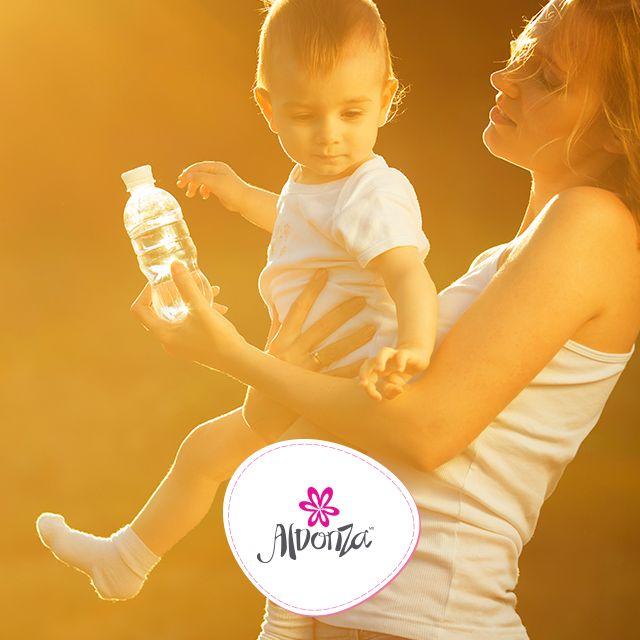 Mientras estés produciendo leche, probablemente tendrás más sed de la normal. Esto es perfectamente natural, así que manténte hidratada y lleva una botella de agua siempre contigo. #Tips #maternidad #salud