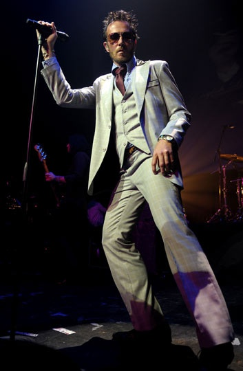 Scott Weiland more men should dress like him