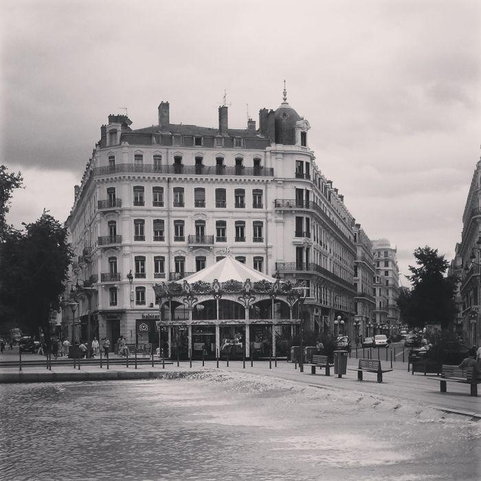 Rue de la Republic in Lyon  Lyon- get lost with me!  More on: www.kokopelia.pl  #onlylyon #lyon #france #fountain #french #travelblog #blog #blogger #kokopelia #erasmus