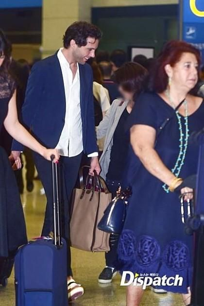 Mika and his mom in Seoul 19/05/2015