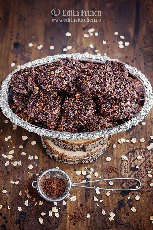 Biscuiti cu unt de arahide si ovaz - preparati la rece, fara coacere, cu unt, lapte, cacao, zahar, fulgi de ovaz si unt de arahide