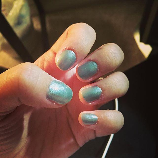 02-04-2017|| セルフネイル/ nails  久しぶりのネイル。最後に爪綺麗にしたのいつだっけ。定期的に自分のメンテナンスしてる女子力高い人々、本当尊敬する。Adrienne Vittadiniは色もオシャレだし、発色が素晴らしい。今日は気分良く寝れそう。  #iphone6s #instagood #instadaily #instanails #nails #adriennevittadini #feelgood #lazylady #ネイル #単色ネイル #女子力 #メンテナンス #自分磨き #セルフネイル #ネイルポリッシュ #干物女