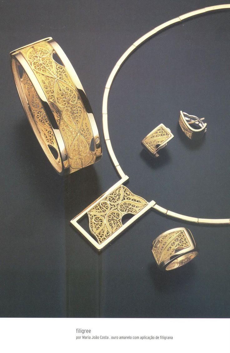 """Participação na exposição de Joalharia Contemporânea com um conjunto   em ouro e filigrana, """"Filigree"""" da marca Splend'oro.     Part..."""