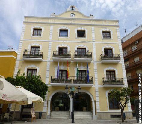 Edificio del Ayuntamiento de Almuñécar, Plaza de la Constitución. Casco Histórico. www.guiadealmunecar.com