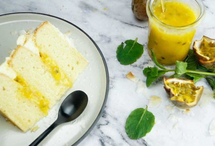 Cake met kokos, passievrucht curd en roomkaas glazuur