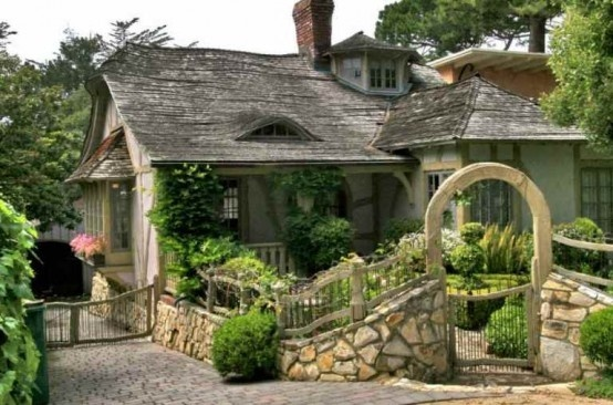 I just adore cottage style houses. I love them. lusted-homes