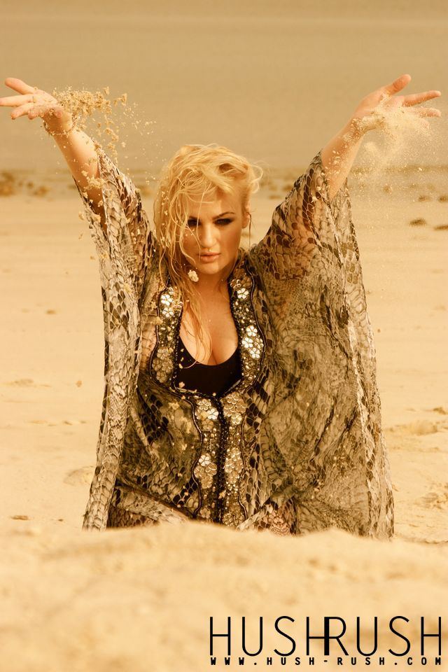 GLAMOUR #glamour #photography #fotografia #sand #beautiful #blonde #woman #photooftheday #follow #hushrushphoto #hushrush www.hush-rush.com