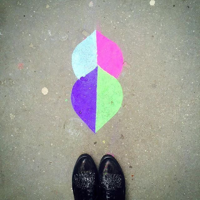 Les trottoirs de Paris #64 Février 2017  #Paris #France #lestrottoirs #lestrottoirsdeParis #trottoir #watchyourstep #pavement #sidewalk #ihavethisthingwithfloors #followmyfeet #myfeetaroundtheworld #streetart #streetartparis #streetphotography #streetphotographer #fromwhereistand #viewfromthetop #lookdown #selfeet #urbanart #streetarteverywhere #pavementart #sidewalkart #arakucoffee #floorpainting by @arakucoffee by (lestrottoirs). watchyourstep #fromwhereistand #selfeet #64 #pavementart…