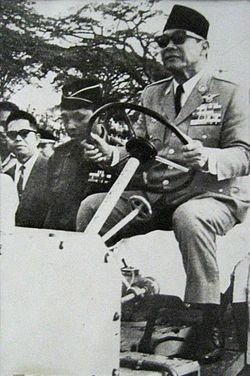 President Sukarno observing the construction of National Monument between 1963-1964.