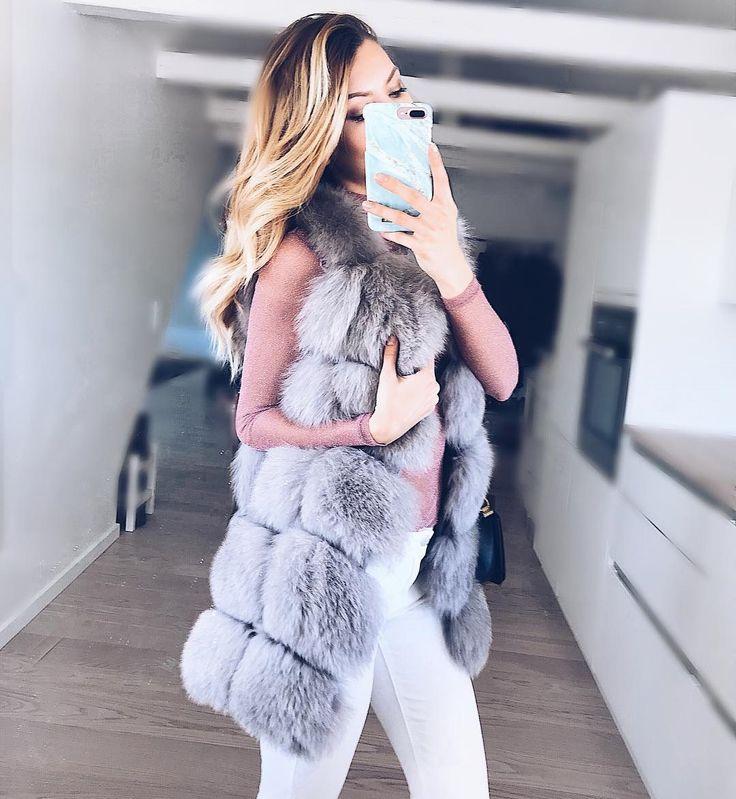 """""""Mi piace"""": 831, commenti: 5 - ARIA MODA (@aria.moda) su Instagram: """"👑Victoria👑 in our webshop ➡ @aria.moda - 390€ - Handmade fox fur vest - Many colors (light gray on…"""""""