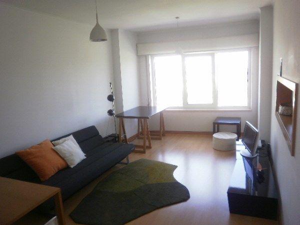 Apartamento T1 São Domingos de Benfica Lisboa Apartamento T1 na Quinta dos Barros, Laranjeiras. Com cozinha equipada e sem mobilia. Tem um lugar de estacionamento. Muito bem localizado, próximo da Cidade Universitária, do Hospital de Santa Maria e da Universidade Católica. (ref:C0212-02766)