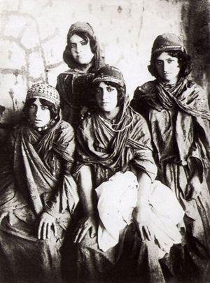 Kurdische Frauen, fotografiert von Antoin Sevruguin. Frühes 19. Jahrhundert.
