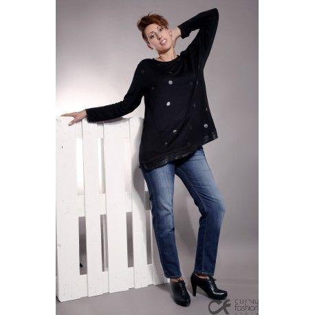 Pantalone in jeans elasticizzato con effetto slavato. Buona vestibilità sui fianchi e gamba con taglio classico.