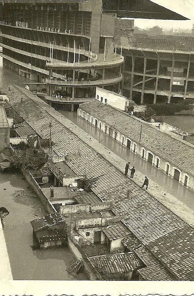 Alrededores de Mestalla inundados