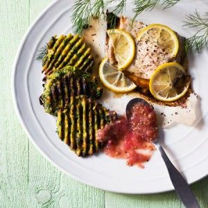 Pinaattiletut ja raparperichutney | Kokeile raparperia uudella tavalla mausteisena chutneyna. Chutney sopii esimerkiksi pinaattilettujen kanssa.