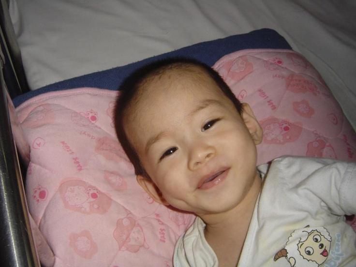 Carson ha llegado bien a la Casa de Curación de Anhui! Estamos muy ilusionadas de poder verle crecer! Por favor, llévale en tus pensamientos estos días de transición, todavía sigue recuperándose de su operación.