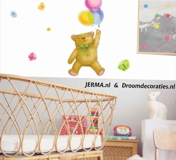 Meubel, Wand-, decoratiestickers. babykamer idee Wegvliegende beer met ballon en vlinders decoratie stickers, muurplakkers kinderkamer