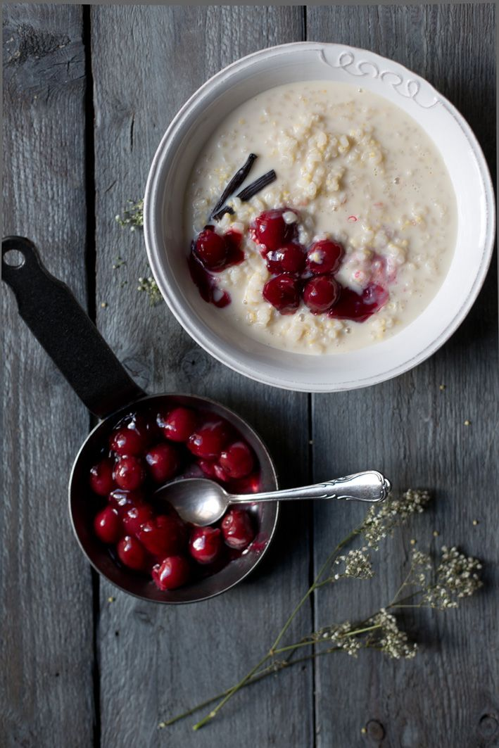 Veganer Hirse-Milchreis mit Vanille und heißen Kirschen