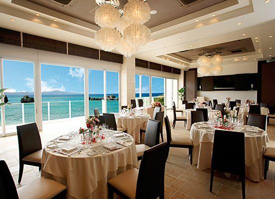 『アイネス ヴィラノッツェ沖縄』 広い窓から眺められる青い海 *沖縄 披露宴 会場一覧*