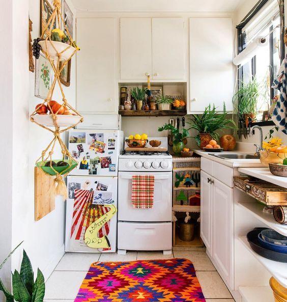 Schauen Sie sich dieses Studio-Apartment Dekor! #kitchen #aztecrug   – Decorando o Apezinho