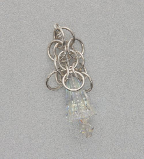 by Judy Ellis, Wirejewelry.com Wire Jewelry Pattern for August 3rd, 2017 Long crystal round maille earrings by Kylie Jones This chain maille weave is known as round maille. It has a gorgeous lacy effect, especially with these larger rings. It is hollow in the center and the reflective crystals seem to emerge from the chain [...]