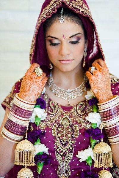 Indian Wedding Makeup: Indian Bangles, Indian Pakistani Bride, Punjabi Bride, Indian Costumes, Indian Makeup, Indian Wedding Makeup, Bride Necklaces, Beautiful Saree, Indian Bride