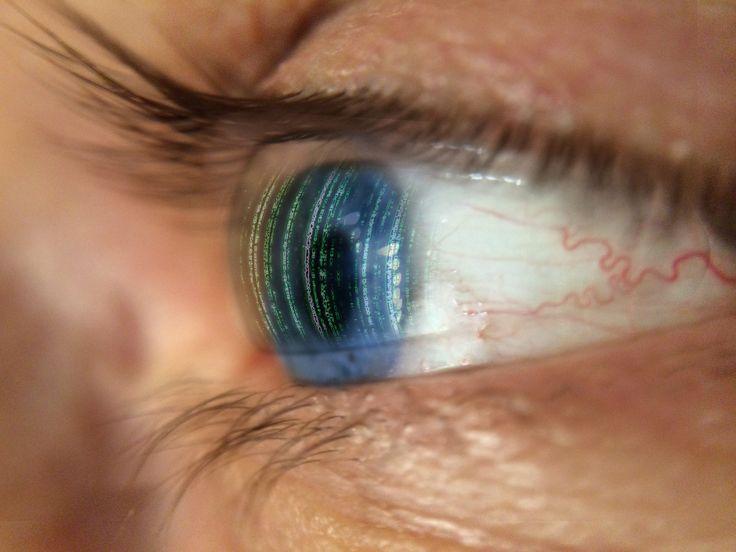 Como evitar que seus olhos fiquem 'cansados' após um dia inteiro olhando para telas