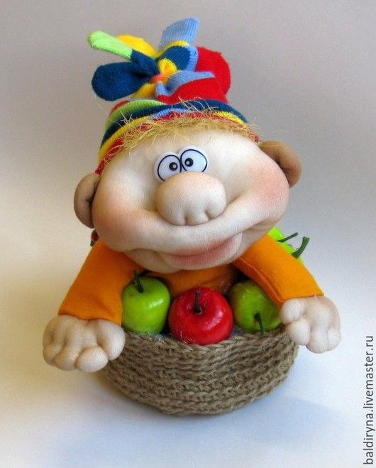 Сказочные персонажи ручной работы. Ярмарка Мастеров - ручная работа. Купить Авторская чулочная кукла Гном в яблочной корзинке. Handmade.