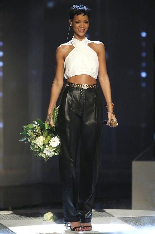 Rihanna en total look Balmain à la télévision allemande en décembre 2012