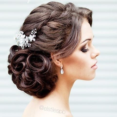 Curly wedding hairstyles are among the most popular nowadays and we adore @elstile glamorous updo. #curlyhair #weddinghair #updo #bridalhair #curly #naturalhair #hairideas #hairstyles #weddinghairstyles #bridalstyle #popular #ontrend #elstile #glamour #br