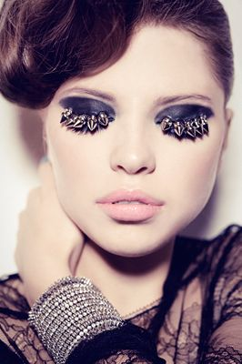 Spikes lashes!!! Gimme! I dunno how you would open your eye but it looks wicked!
