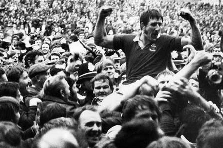 Llanelli 9-3 All Blacks - 'the day the gods smiled on the Scarlets' - Llanelli's Delme Thomas celebrates beating the All blacks at Stradey Park in 1972