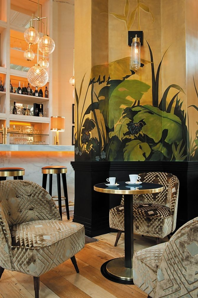 I'd actually love to have a corner like this in my living room - bar included. :-) La Gare, Paris.