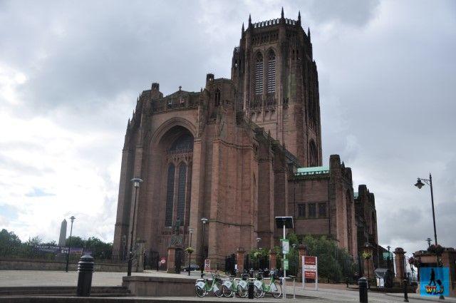 Una din cele mai mari catedrale din Marea Britanie, un monument magnific de arhitectură e Catedrala Anglicană din Liverpool