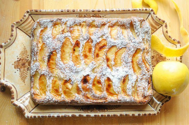 Avete delle mele da consumare? Vi consiglio questo dolce buonissimo: Torta di mele con lo yogurt! Ricetta fotografata passo per passo ed adatta anche per il Bimby.