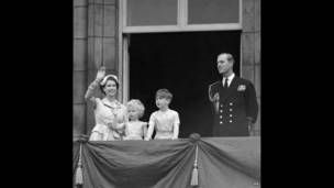 Em fotos, os momentos-chave do reinado de Elizabeth 2ª - BBC Brasil